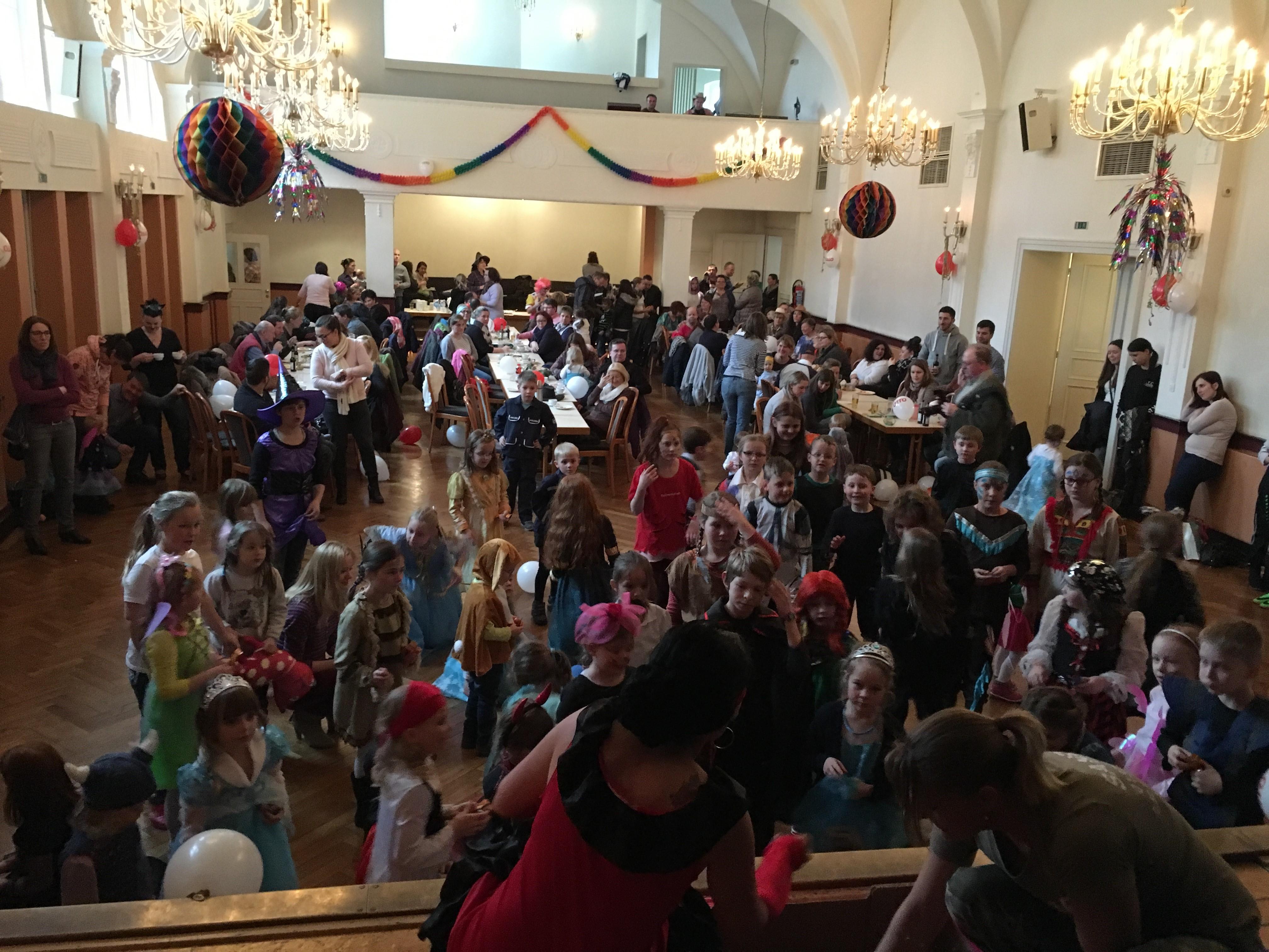 Toller Kinderkarneval im voll besetzten Rathaussaal